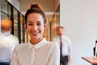 Foto de uma mulher em um escritório