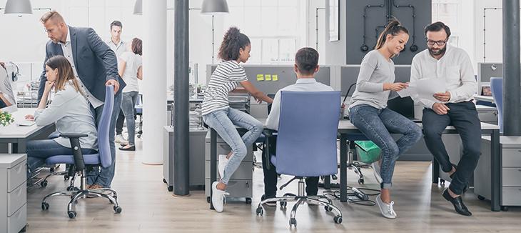Foto de pessoas em um escritório